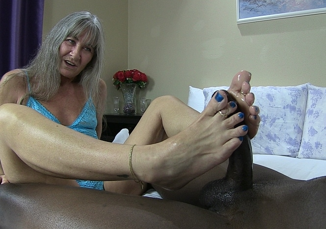 content/blue_toes_foot_job/0.jpg