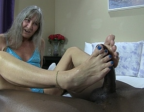 content/blue_toes_foot_job/1.jpg
