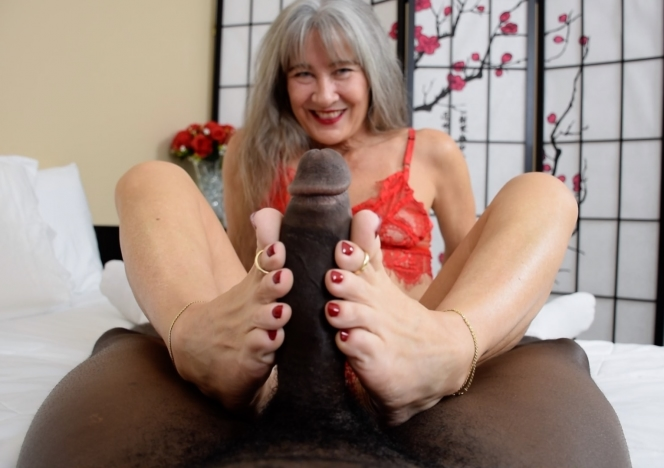 content/lady_in_red_foot_job/0.jpg