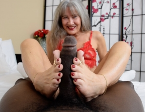 content/lady_in_red_foot_job/1.jpg