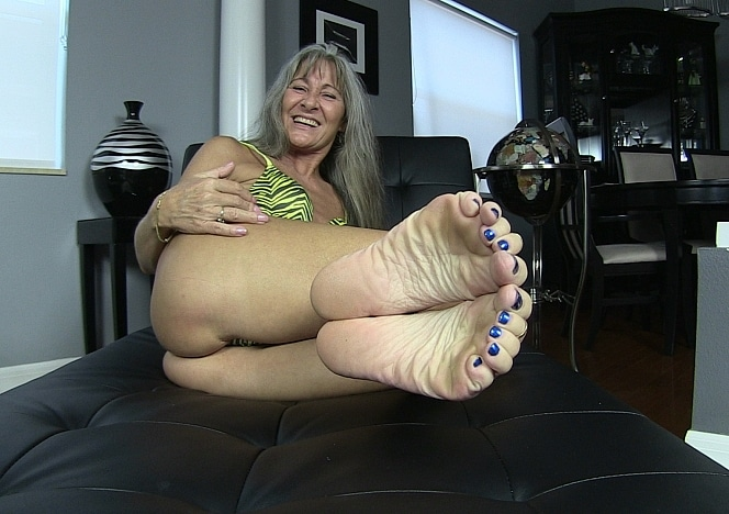 content/pov_foot_worship_joi_3/0.jpg
