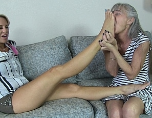 content/teaching_vicky_foot_worship/1.jpg