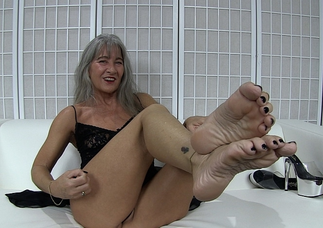 content/worship_my_feet_6/0.jpg