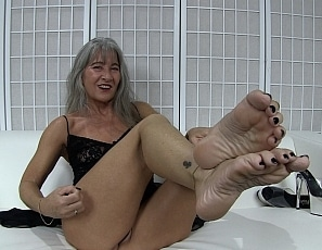 content/worship_my_feet_6/1.jpg